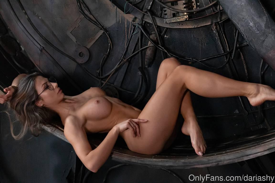 Daria shy naked